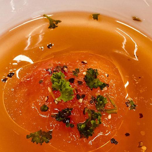新鮮トマトを丸ごと使った人参オイルスープ